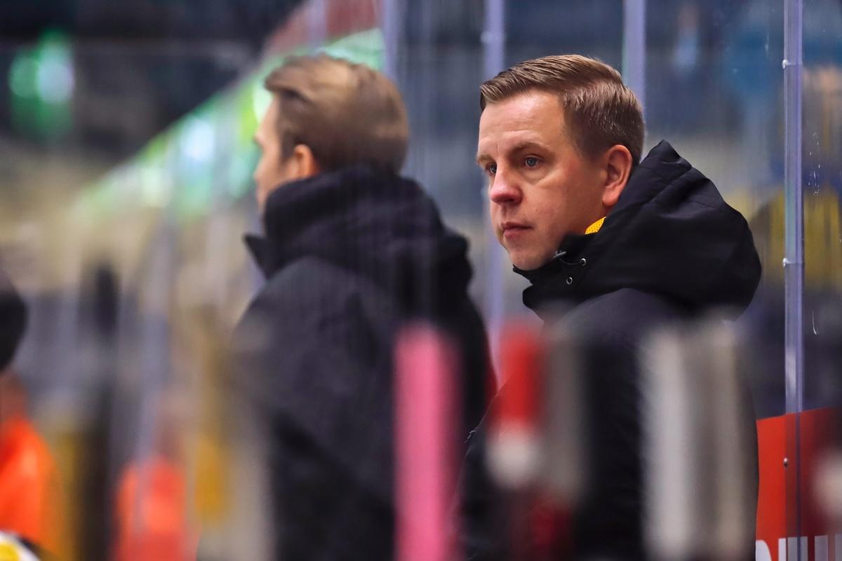 Päävalmentaja Janne Salmela on saanut joukkueensa pelin kulkemaan oikeaan suuntaan.