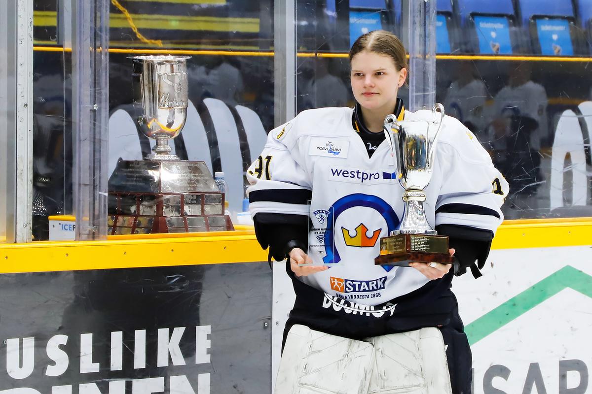 Tiia Pajarinen palkittiin pudotuspelien parhaana pelaajana