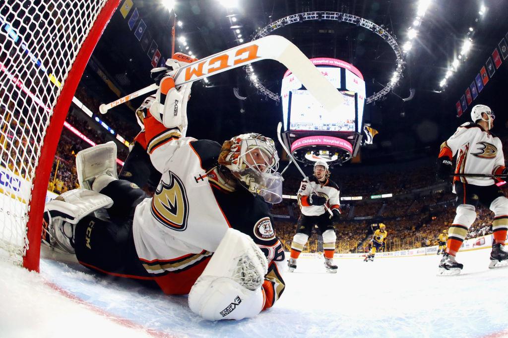 Gibson on taannut viimeisen kahden kauden ajan Ducksille suurimmassa osassa peleistä edun maalivahtiosastolla.