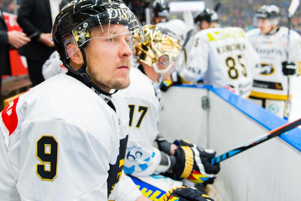 Hagman on vaihtanut KHL-kaukalot Oulun maisemiin.