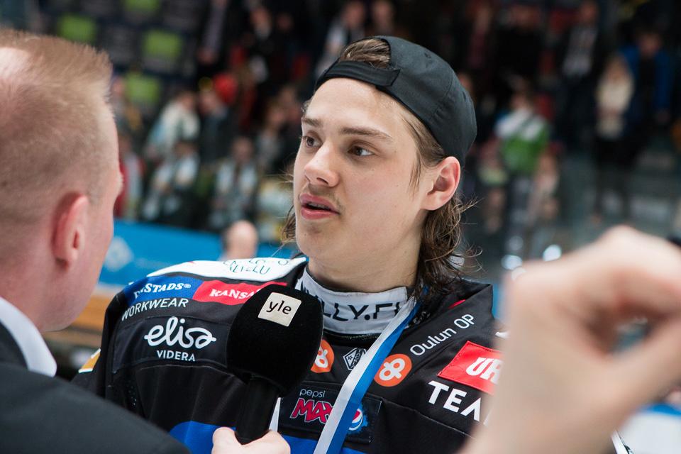 Sebastian Aho mestaruushaastattelussa.