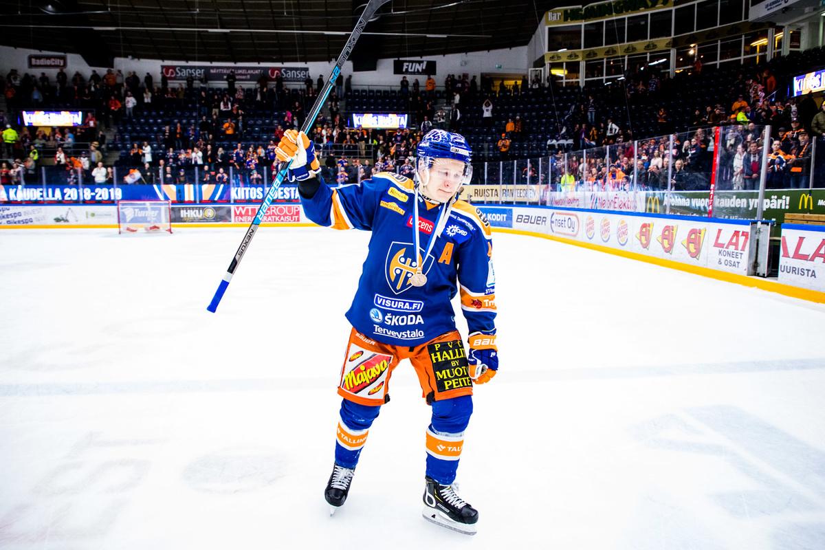 Jan-Mikael Järvinen kiitti Hakametsän yleisöä pronssikamppailun jälkitunnelmissa.