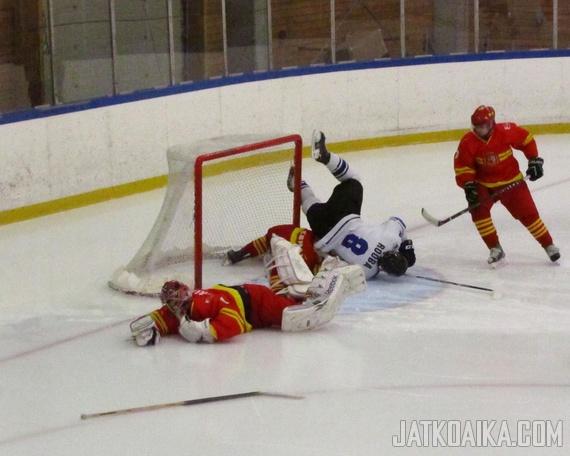 Nuoret lahjakkuudet Ander Alcaine ja Viron Robert Rooba olivat törmäyskurssilla A2-divisioonan MM-kisoissa Islannissa 2012.