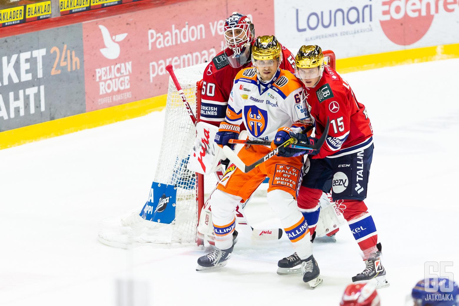 Anton Lundell, HIFK ja Jiří Smejkal, Tappara ottelussa HIFK - Tappara, 20/11/2020, Helsingin jäähalli, Helsinki, Suomi. Photo: Joonas Kämäräinen