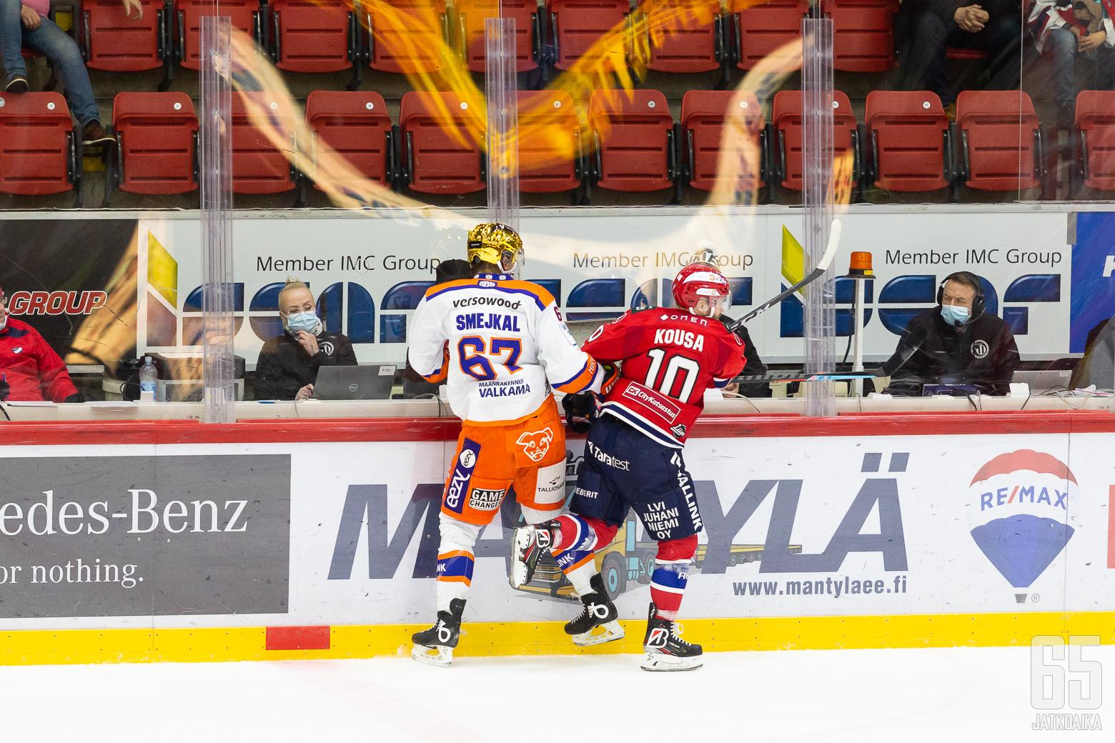 Mikko Kousa, HIFK ja Jiří Smejkal, Tappara ottelussa HIFK - Tappara, 20/11/2020, Helsingin jäähalli, Helsinki, Suomi. Photo: Joonas Kämäräinen