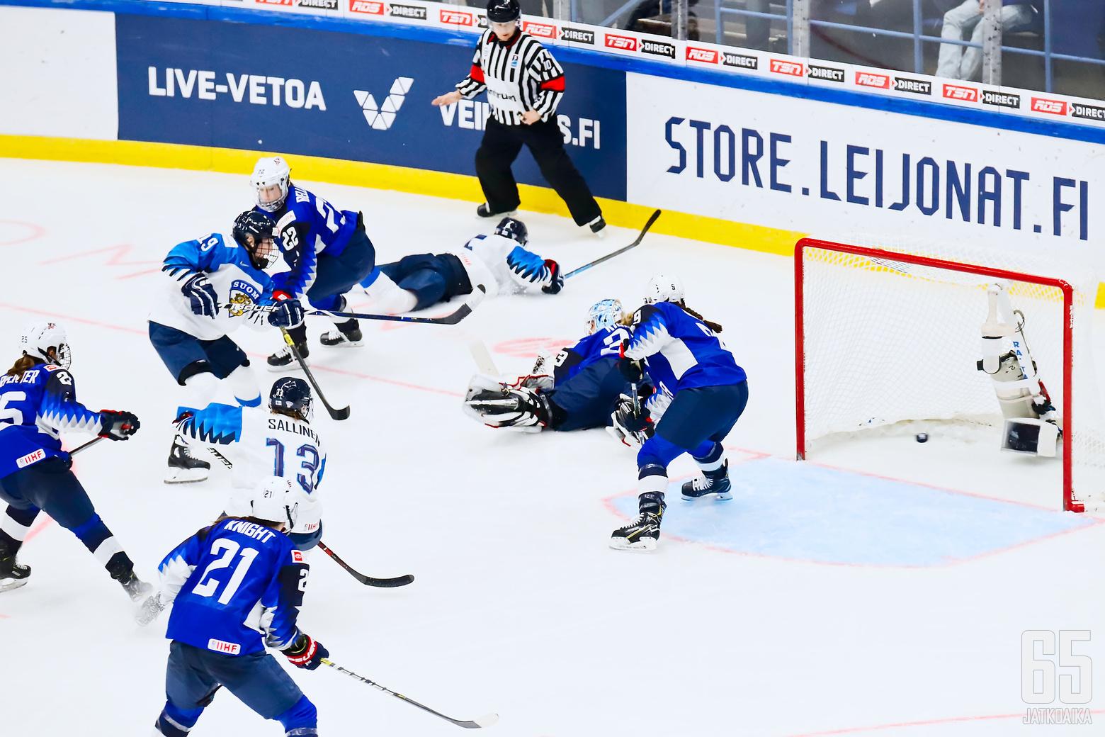 Petra Niemisen hylätty jatkoaikamaali jääkiekon naisten MM-kisojen finaaliottelussa.