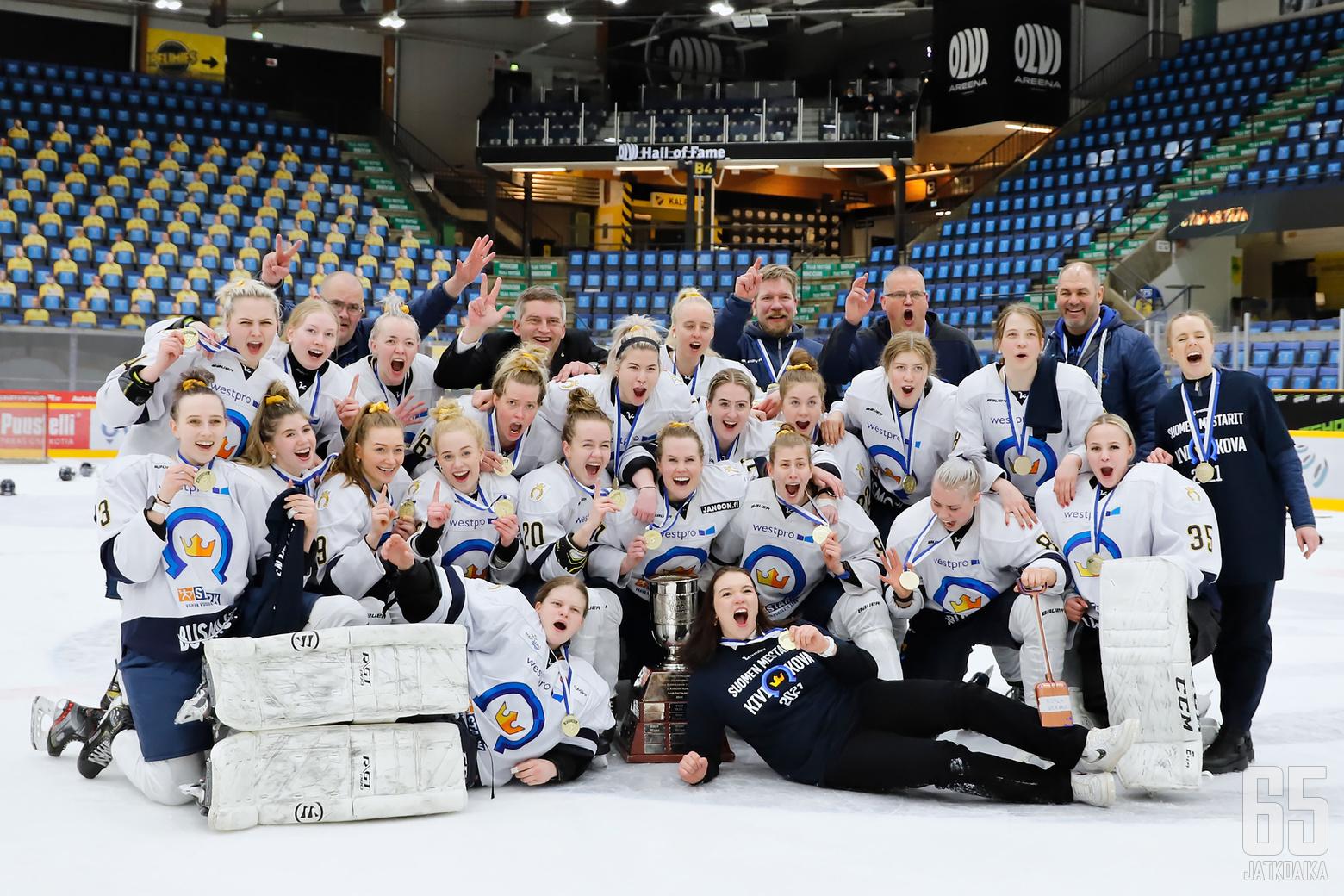 Kiekko-Espoo on Naisten Liigan Suomen mestari 2021.