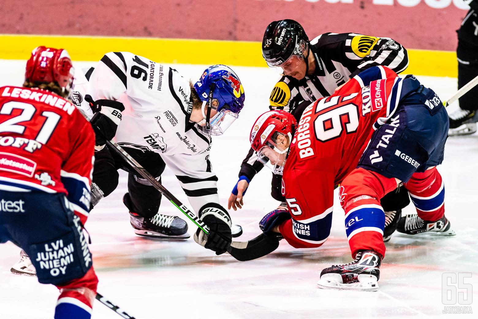 Liigan 2. välieräottelussa HIFK - TPS, Helsingin jäähallissa, 30. huhtikuuta 2021.
