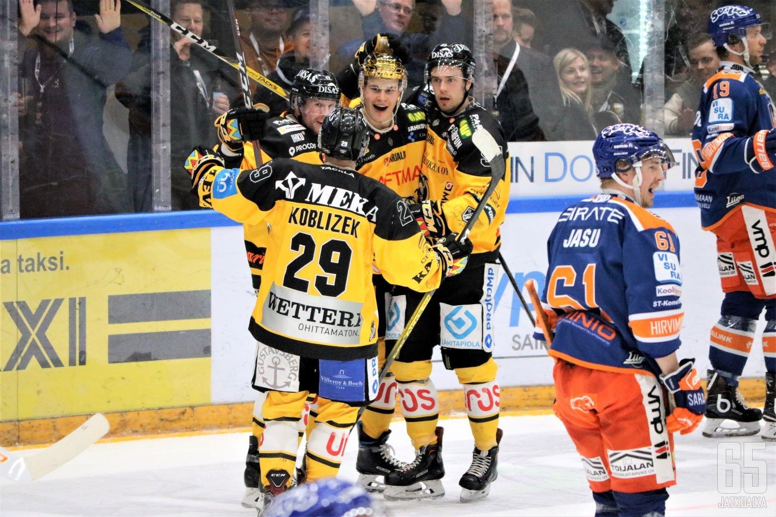 Jesse Puljujärvi nosti Kärpät mukaan voittotaisteluun alivoimamaalilla.