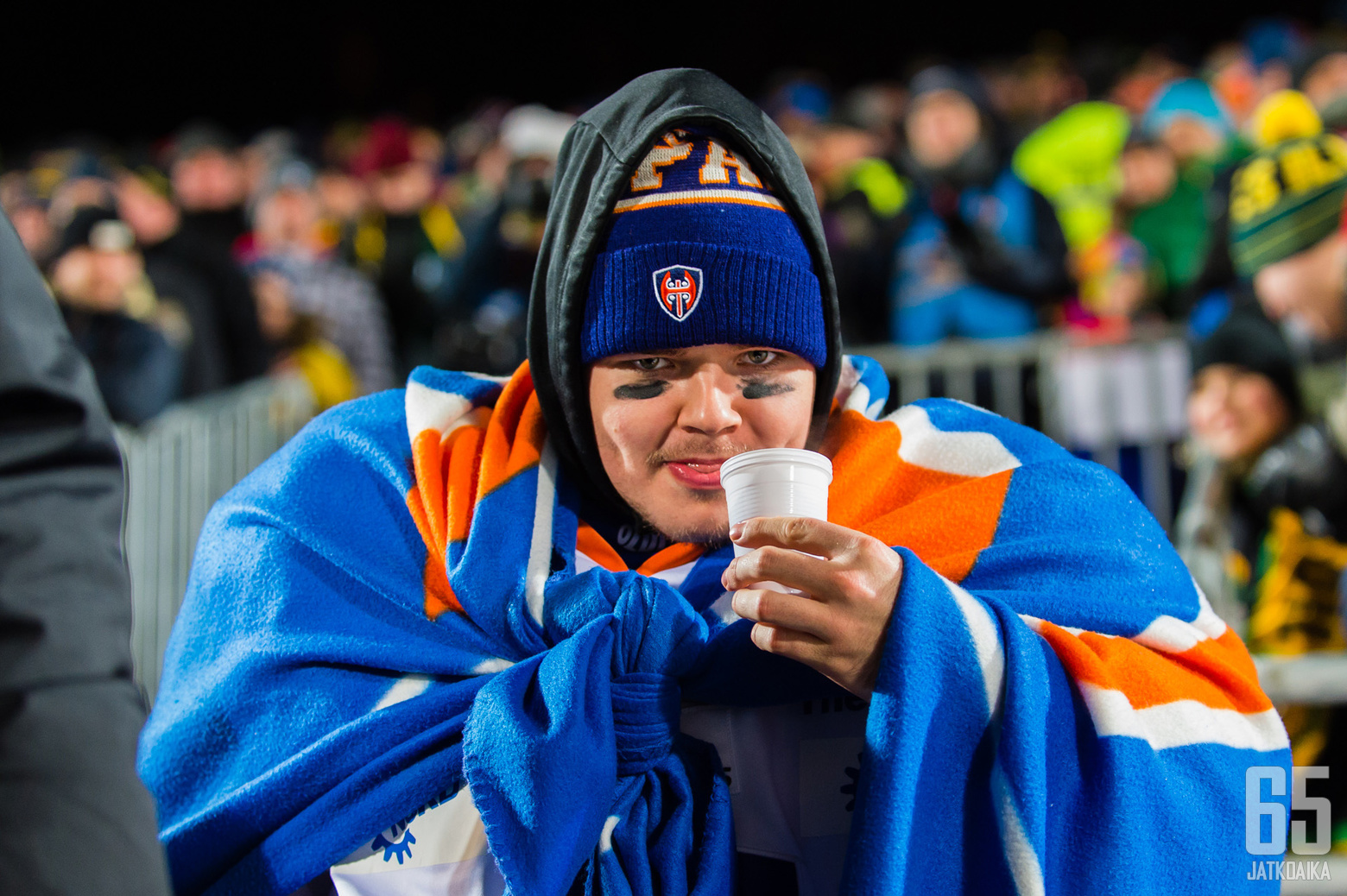 Dominik Hrachovina oli varustautunut luukkuvahdin hommiin lämpöisesti.