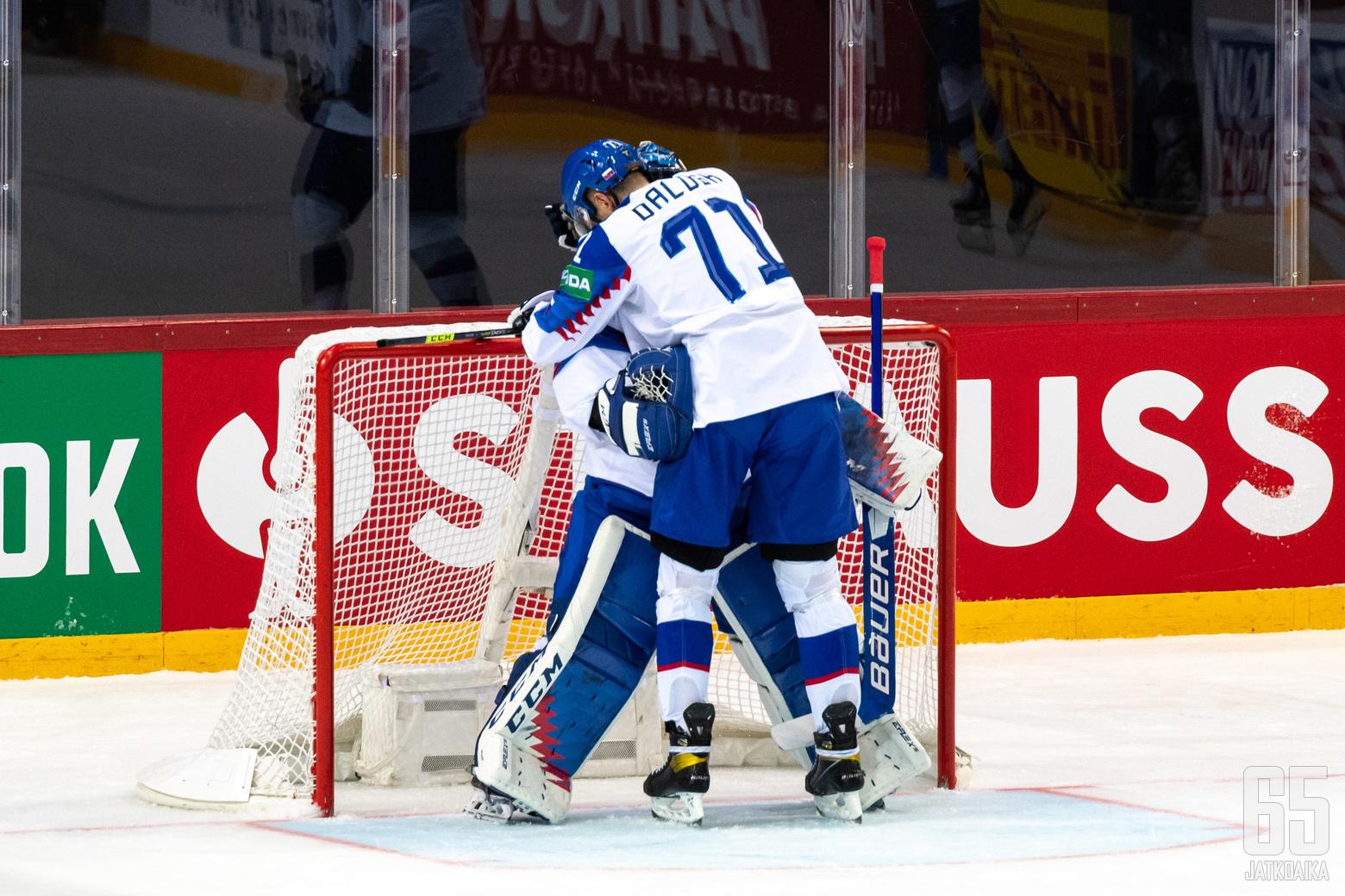Slovakian kapteeni Marek Daloga oli todella iloinen ja tunteikas tehtyään tyhjiin Slovakian voiton Venäjästä sinetöineen 3−1-maalin.