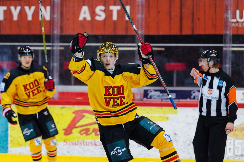 Vili-Jesper Koivula on saanut tuuletella useaan kertaan tällä kaudella, vaikka Kooveen kausi on ollut kehno.
