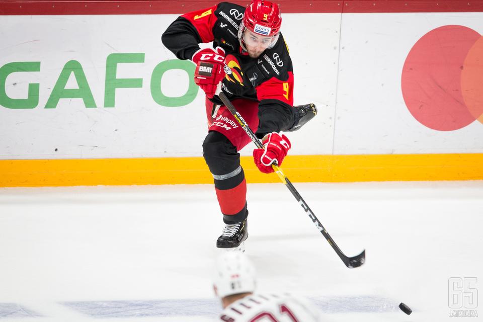 Ahti Oksanen onnistui maalinteossa heti KHL-debyytissään.