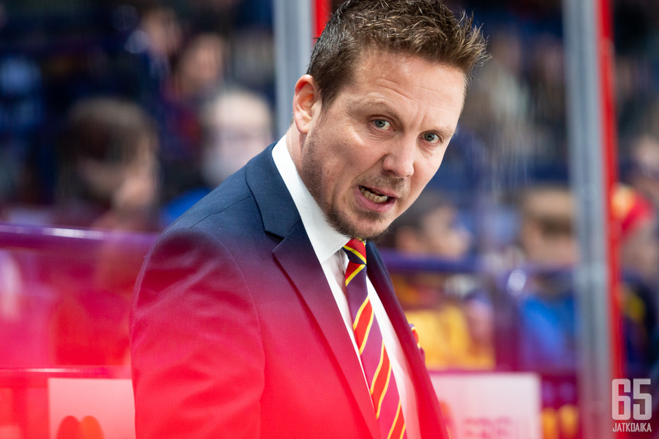 Lauri Marjamäki tienasi valmentajista eniten.