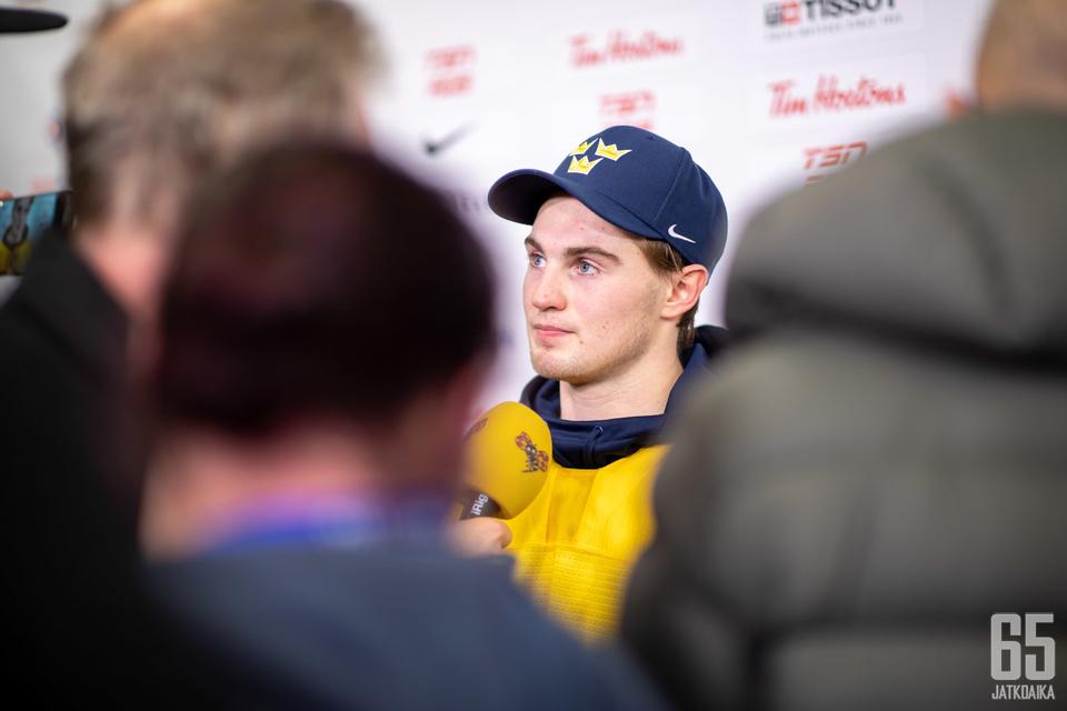 Nils Höglanderin puheille riitti tunkua Ruotsin jatkoaikavoittoon päättyneen ottelun jälkeen.