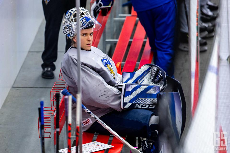 Penkillä istuminen tuli tutuksi Jasper Patrikaiselle nuorten kisoissa.