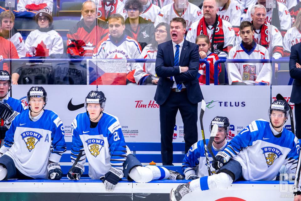 Suomi jäi nollille Kanadaa vastaan ja suuntaa sunnuntaina pronssipeliin.