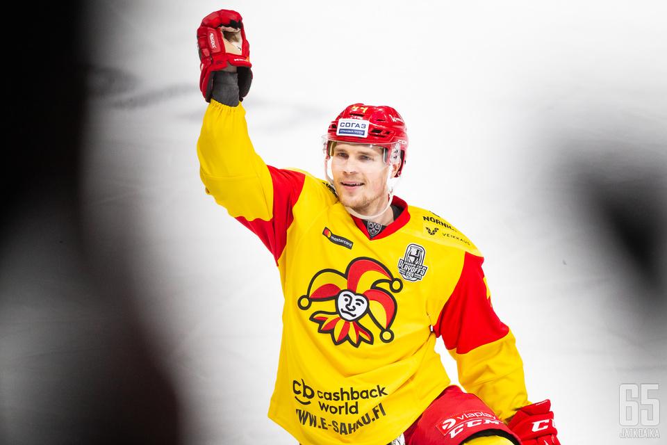 Mikko Lehtonen jatkaa kiekkoilua Kanadassa.
