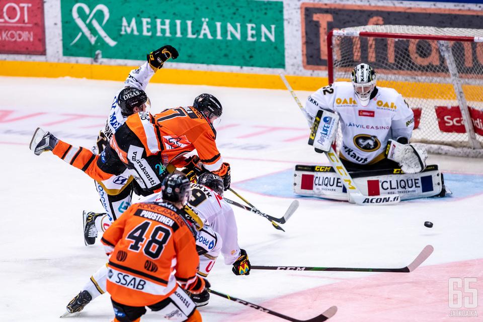 Joel Blomqvist kerkesi torjua kaksi voittoa Liigassa ennen Mestis-komennusta.