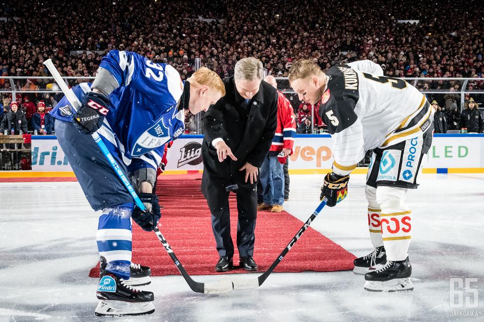 Liiga-ottelussa (Helsinki Ice Challenge) HIFK - Kärpät, Kaisaniemen puistossa, 5. joulukuuta 2017.
