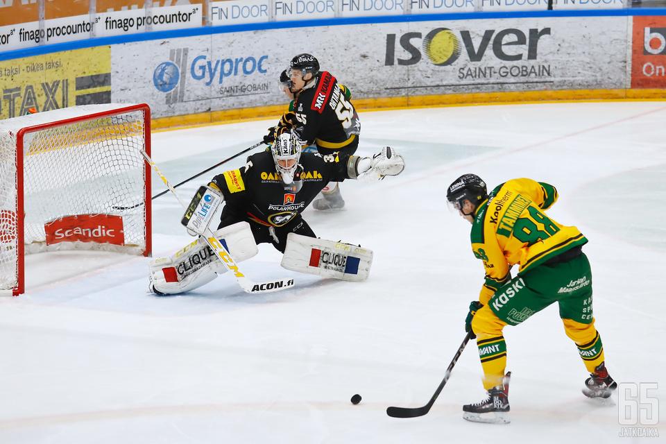 Veini Vehviläinen ja Kärpät joutuivat tiukkaan paikkaan CHL:n pudotuspeleissä RB Salzburgin vieraana.