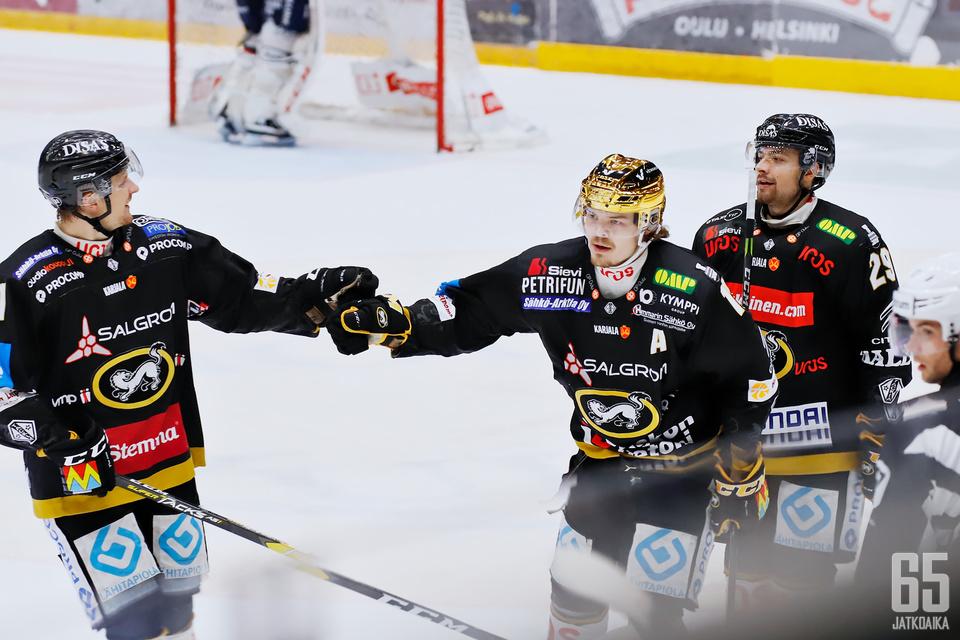 Ville Leskinen johti Kärppien maali-iloittelua.