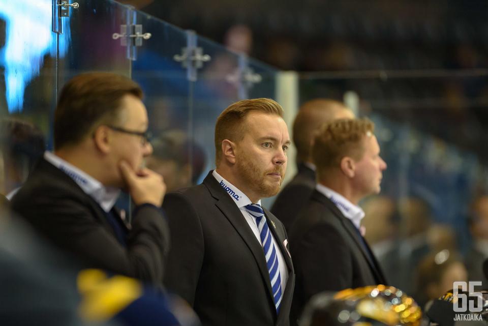 Pekka Kangasalusta saa valmennusryhmäänsä vahvistusta.