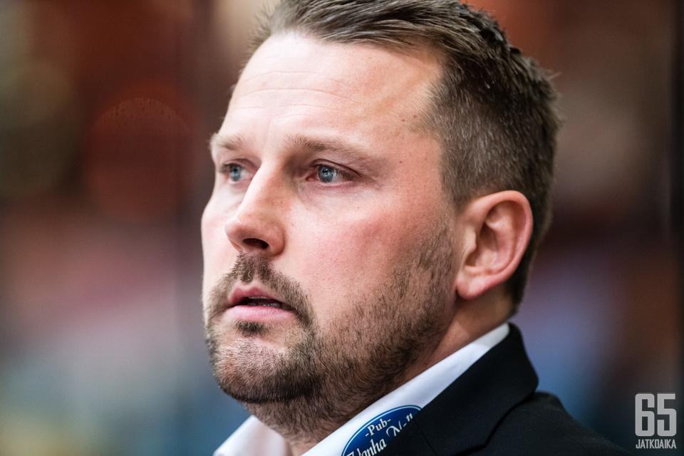 Antti Pennanen yritti ottelun jälkeen vaikuttaa tuomaritoimintaan.