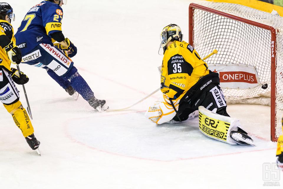 Mika Partanen pääsi maalin makuun heti sairastuvalta palattuaan.