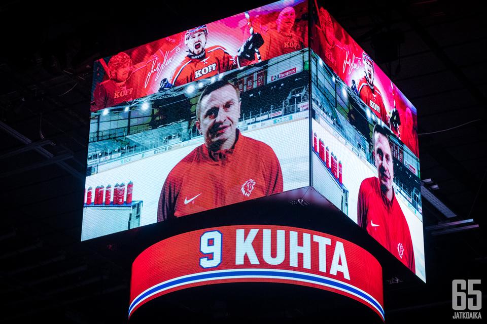 Jääkiekkolegenda Ville Peltonen työskentelee nykyään päävalmentajana.