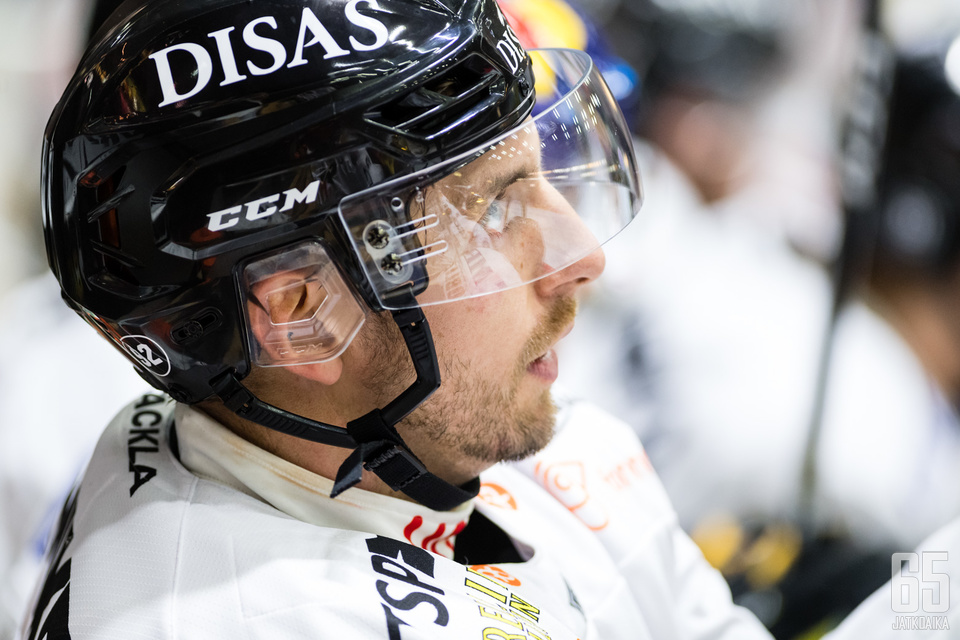 Oskar Osala iski kaksi maalia HPK:n verkkoon.