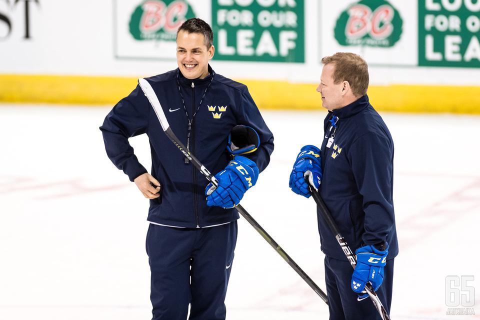 Tomas Montenin (vas.) valmentamalla Ruotsilla on työteliäs joukkue.