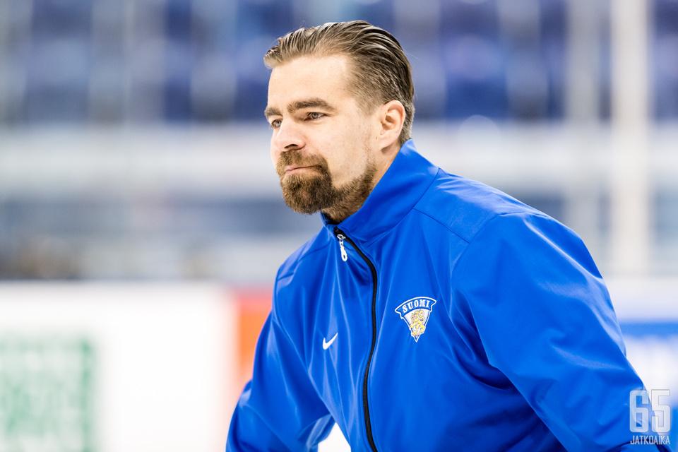 Jussi Ahokas on keitellyt kärmeskeittojaan avauspeliin.
