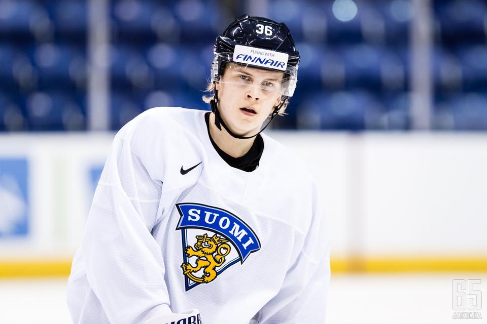 Anttoni Honka saa muutaman muun ohella odottaa vielä omaa vuoroaan, sillä häntä ei vielä nimetty Suomen joukkueeseen.