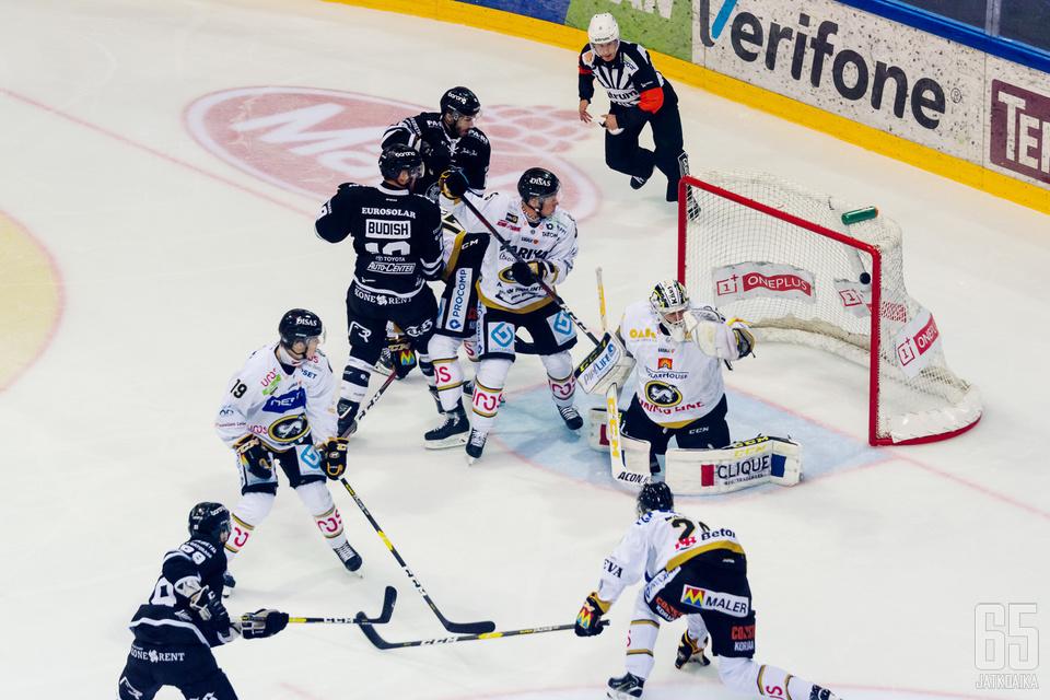 TPS ja Kärpät tarjosivat ykkösluokan viihdettä Turkuhallissa.