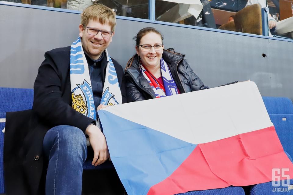 Milos Jerabek ja Jaroslava Jerabkova menevät aina katsomaan, kun Tšekki pelaa pääkaupunkiseudulla.