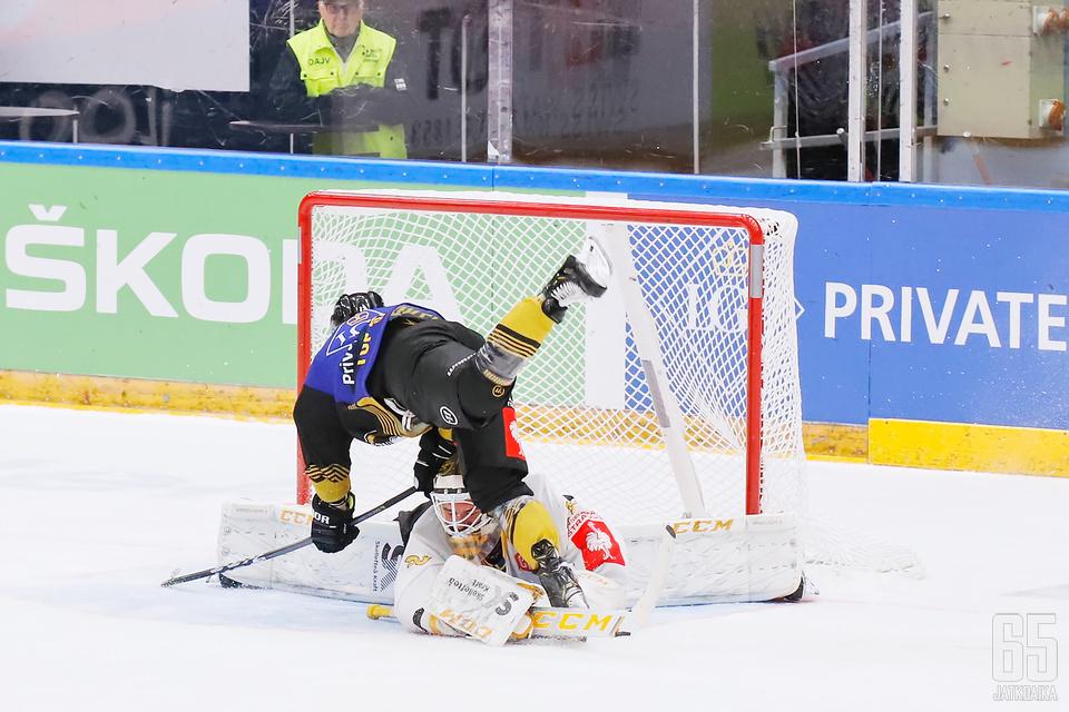 Kärpät kompastui Skellefteå AIK:hon, mikä päätti oululaisten toiveet CHL:n mestaruudesta tällä kertaa.