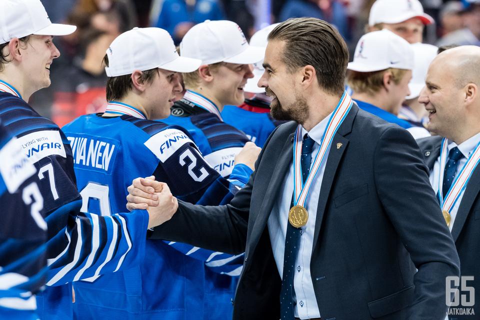 Jussi Ahokkaan Nuoret Leijonat juhli maailmanmestaruutta.