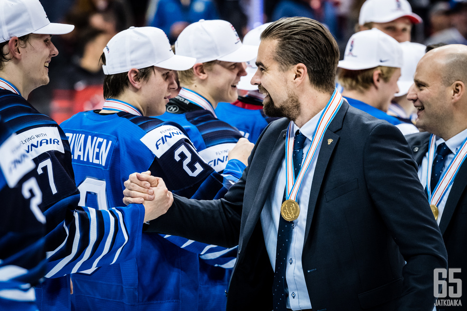 Suomi juhli maailmanmestaruutta Kanadassa.