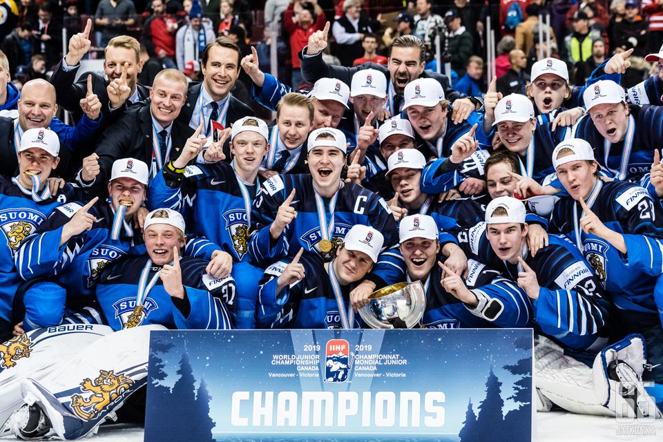 Suomi juhli viidettä alle 20-vuotiaiden maailmanmestaruuttaan.