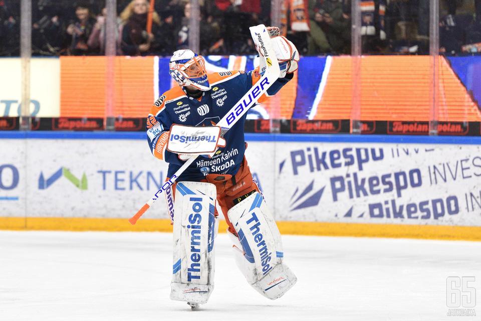 Niklas Bäckström aloitti tolppien välissä ensimmäistä kertaa sitten joulukuun alun ja torjui jälleen voiton.