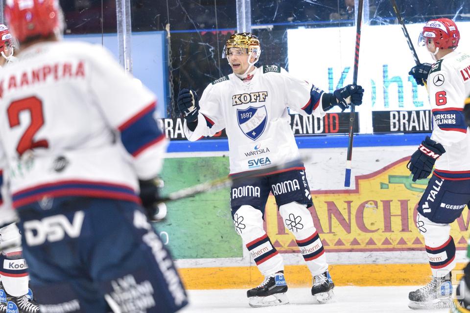 Sakari Salminen pelasi ensimmäisen Porin-ottelunsa HIFK:n paidassa.