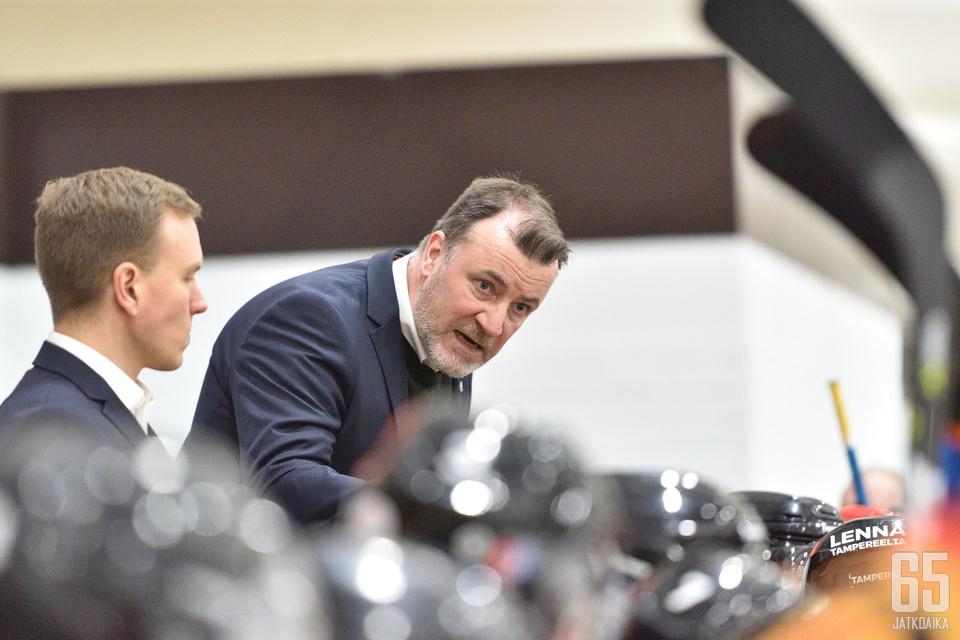 Juha Pajuoja valmistautuu karsintasarjaan päävalmentajana yhdeksän vuoden tauon jälkeen.