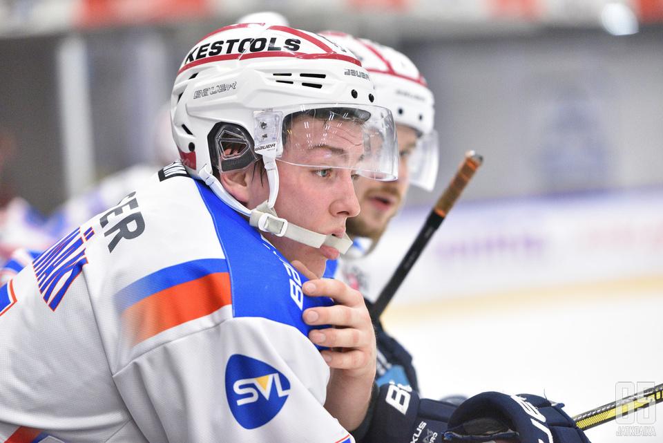 Pihlajanmäki piti vielä viime kaudella vauhtia yllä KeuPan paidassa Mestiksessä.