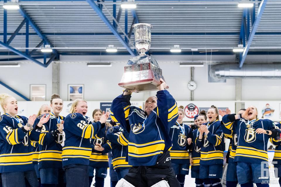 Blues juhli naisten Suomen mestaruutta tänä keväänä.