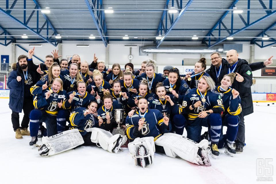 Kiekko-Espoon naisten liigajoukkueessa Blues Espoon  runko säilyy.