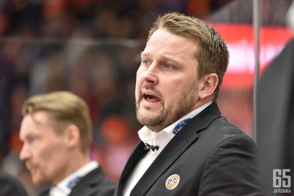 Antti Pennasella jäi asioita hampaankoloon finaalisarjan avauksen jälkeen.
