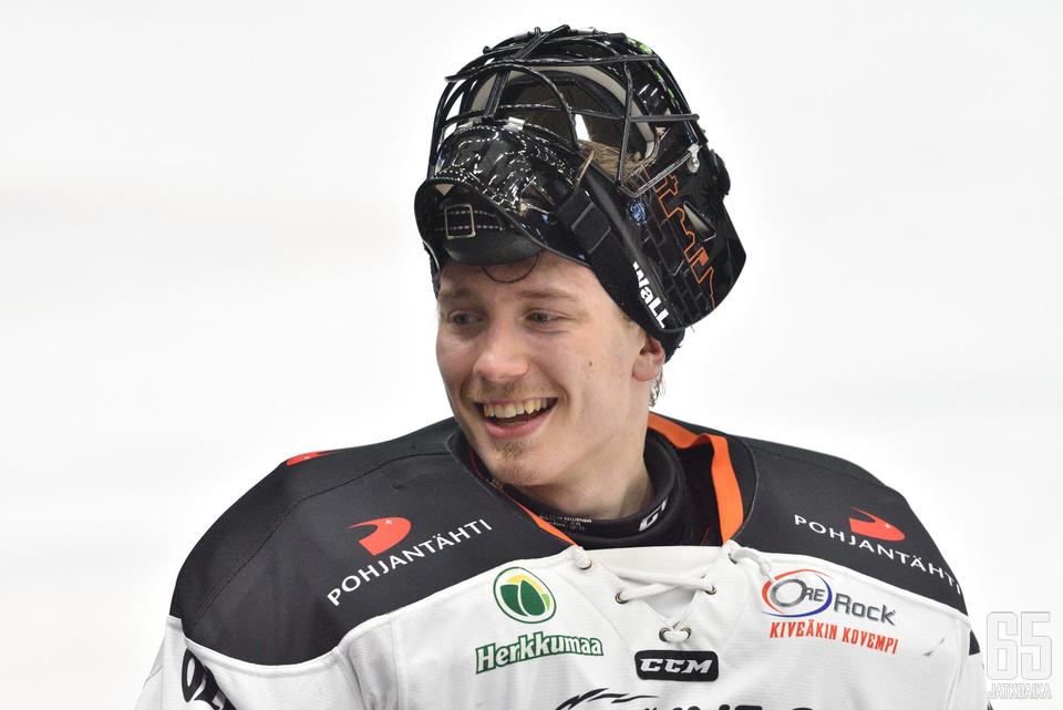 Emil Larmi oli humoristisella tuulella ottelun jälkeen.