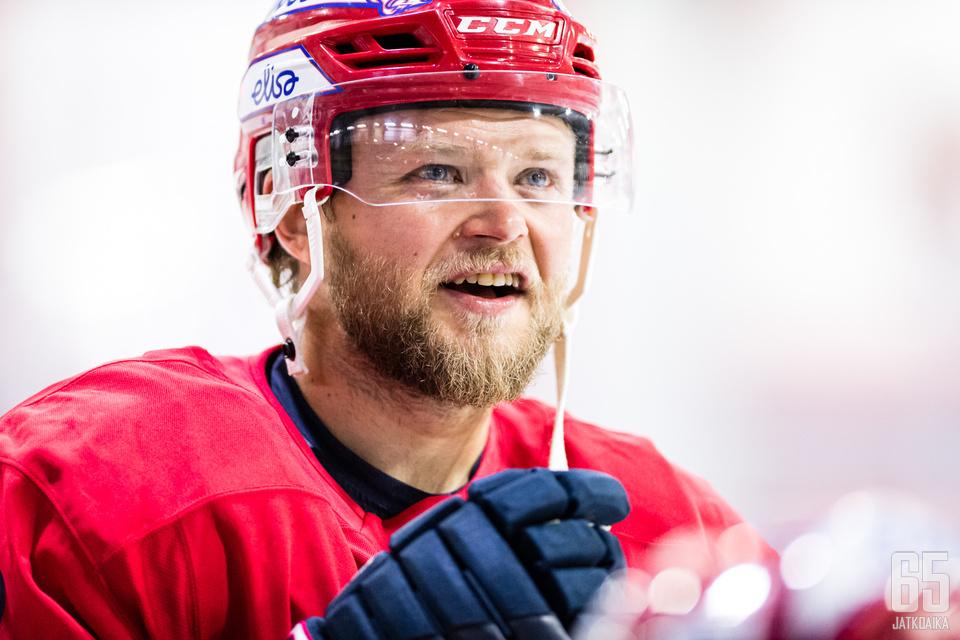 Jesse Saarinen siirtyi Pelicansista HIFK:hon täksi kaudeksi.