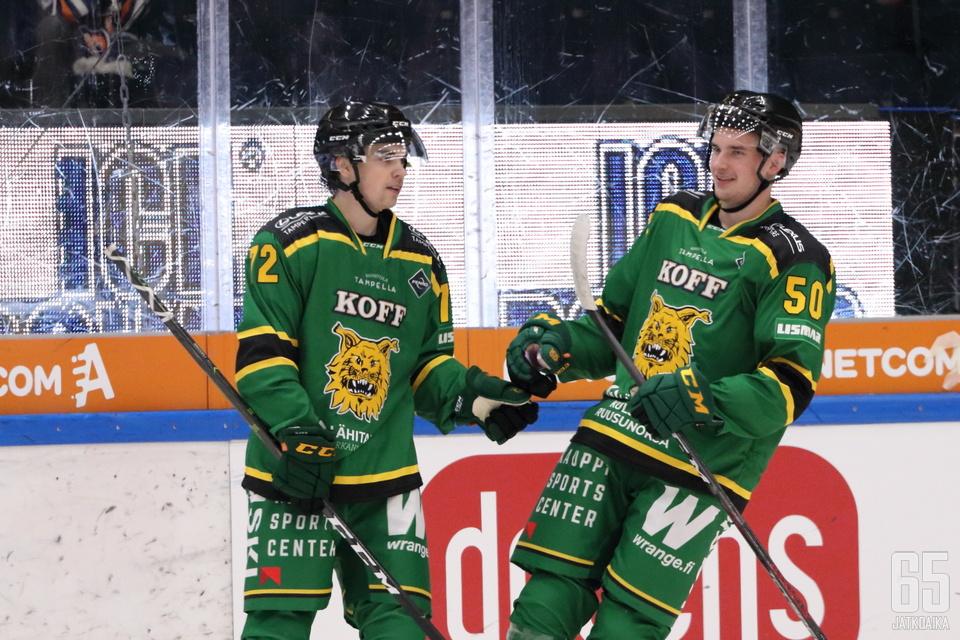 Samuli Vainionpää iski Tomi Karhusen taakse kaksi maalia.